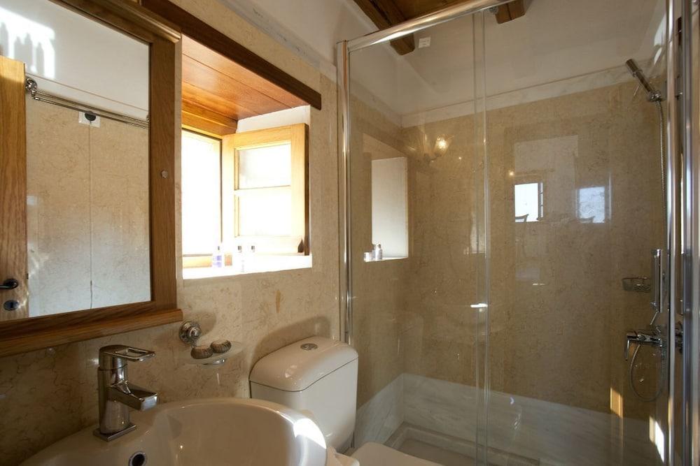 리키니아 호텔(Likinia Hotel) Hotel Image 28 - Bathroom