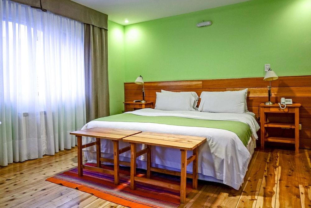 https://i.travelapi.com/hotels/5000000/4630000/4629400/4629364/42b483dc_z.jpg