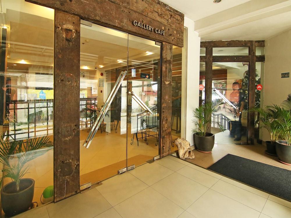 오요 103 아르티나 스위트 호텔(OYO 103 Artina Suites Hotel) Hotel Image 26 - Hotel Entrance