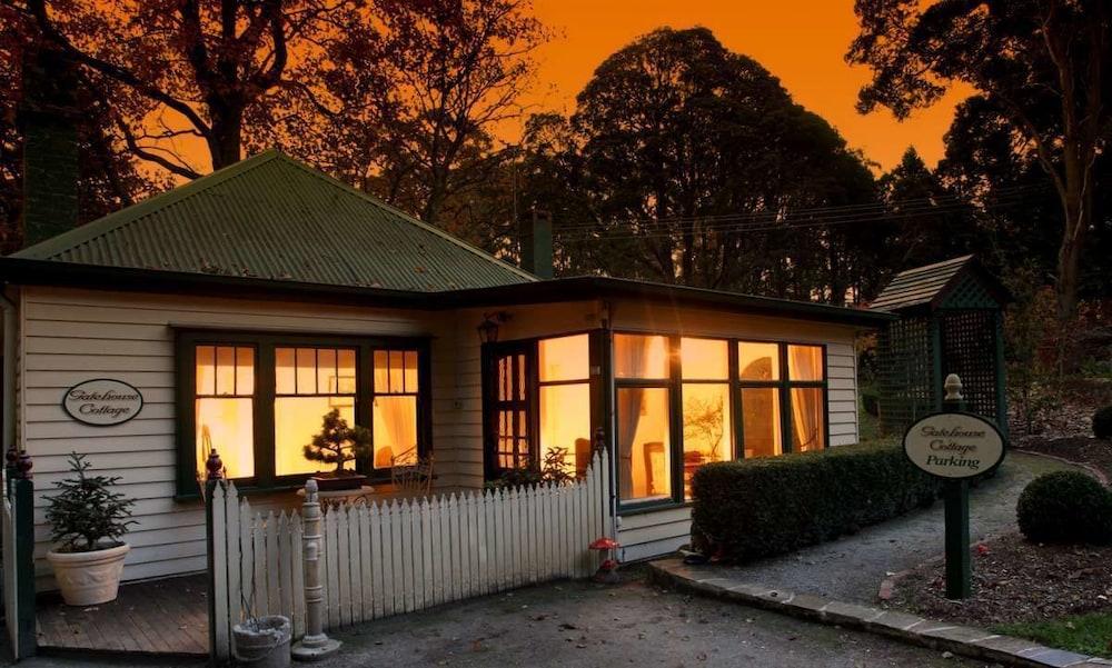 몰튼 파크 카티지스(Moulton Park Cottages) Hotel Image 24 - Hotel Front - Evening/Night