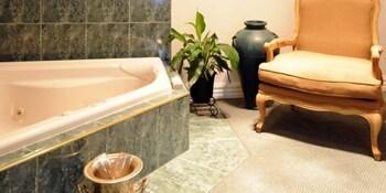 몰튼 파크 카티지스(Moulton Park Cottages) Hotel Image 12 - Bathroom