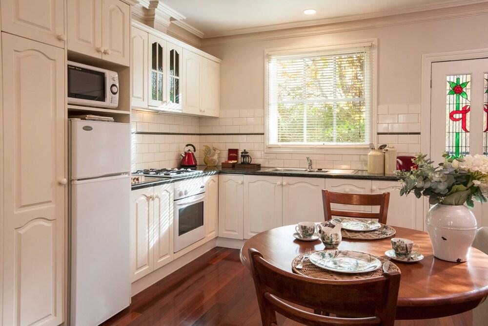몰튼 파크 카티지스(Moulton Park Cottages) Hotel Image 7 - In-Room Kitchen