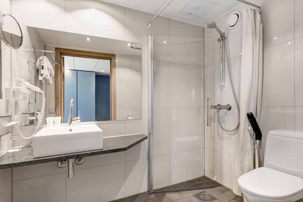 퀄리티 호텔 엑스포(Quality Hotel Expo) Hotel Image 18 - Bathroom