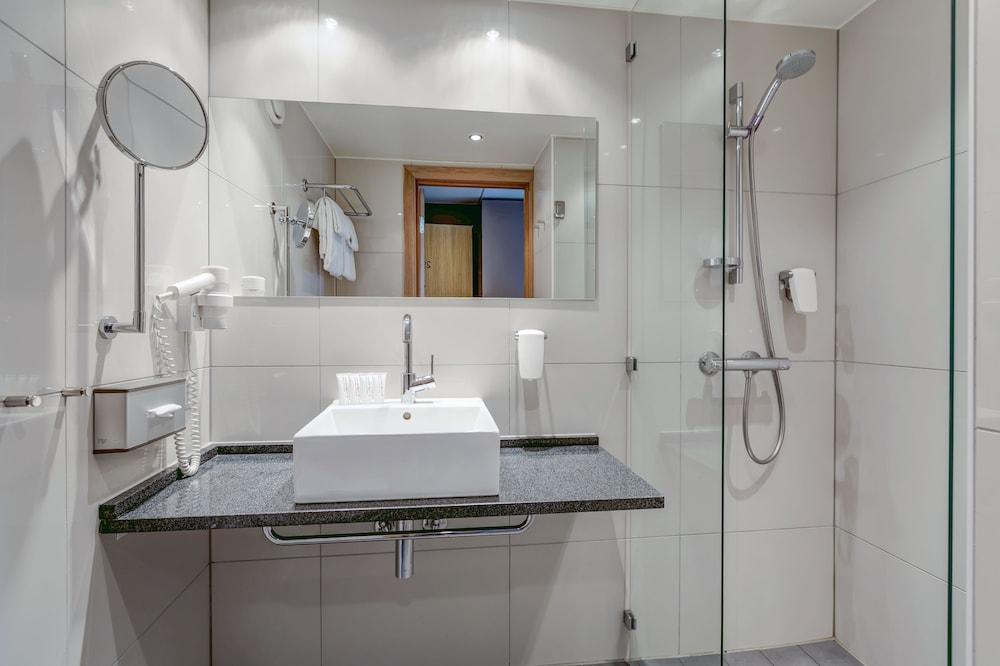 퀄리티 호텔 엑스포(Quality Hotel Expo) Hotel Image 19 - Bathroom