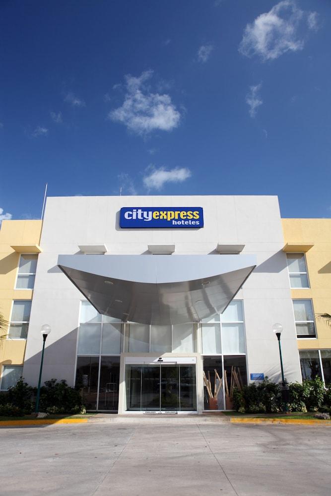 시티 익스프레스 플라야 델 카르멘(City Express Playa del Carmen) Hotel Image 14 - Hotel Entrance
