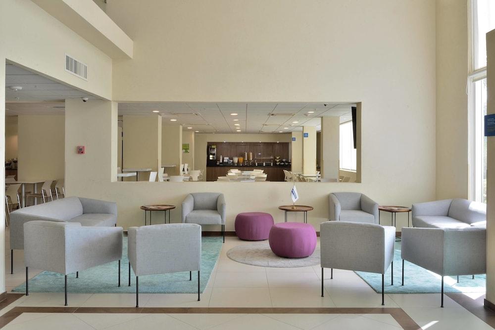 시티 익스프레스 플라야 델 카르멘(City Express Playa del Carmen) Hotel Image 1 - Lobby Sitting Area
