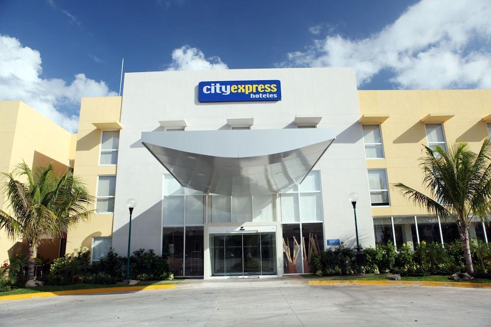 시티 익스프레스 플라야 델 카르멘(City Express Playa del Carmen) Hotel Image 15 - Hotel Entrance