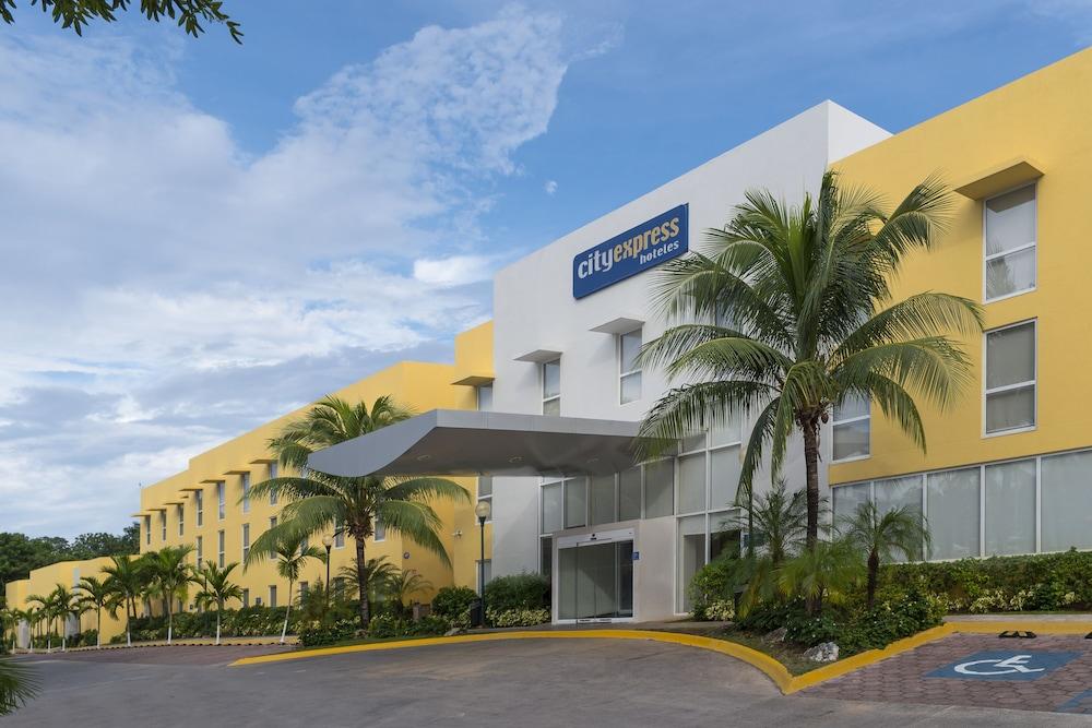 시티 익스프레스 플라야 델 카르멘(City Express Playa del Carmen) Hotel Image 13 - Hotel Front