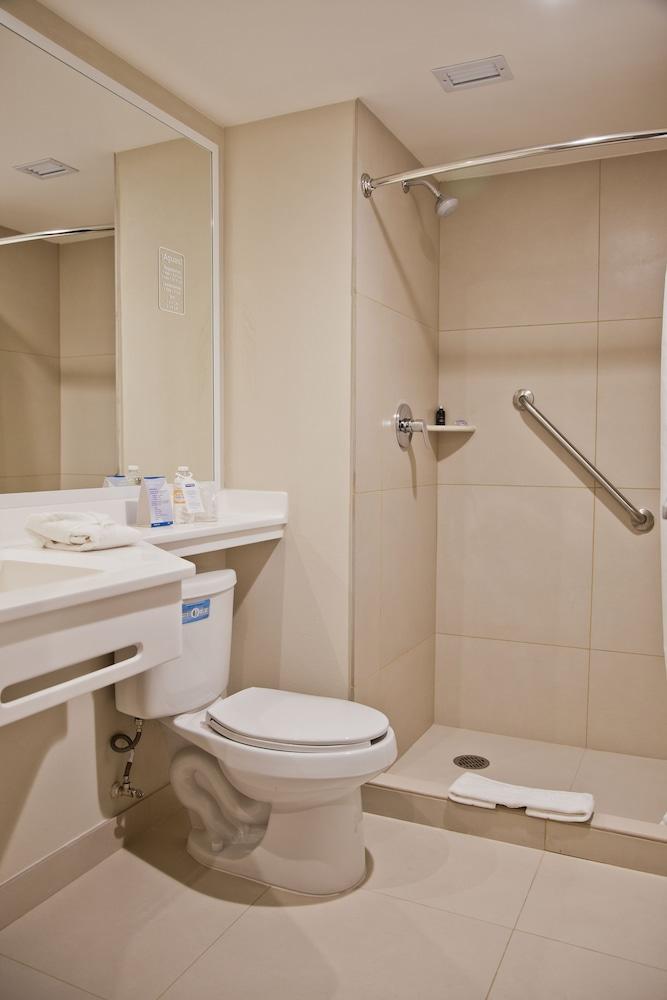 시티 익스프레스 플라야 델 카르멘(City Express Playa del Carmen) Hotel Image 7 - Bathroom