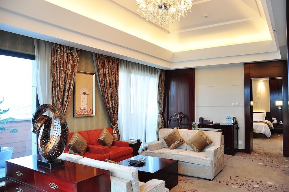 그랜드 스카이라이트 CIMC 호텔 양저우(Grand Skylight CIMC Hotel Yangzhou) Hotel Image 16 - Living Room