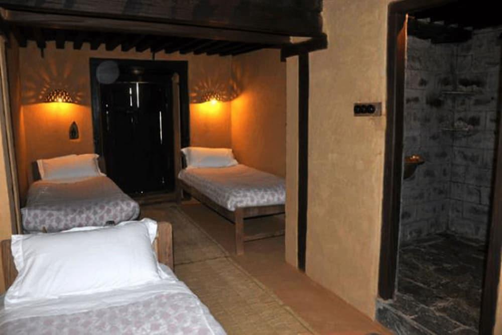 가운 가(Gaun Ghar) Hotel Image 24 - Bathroom