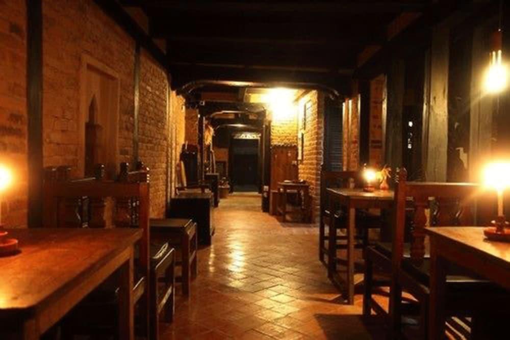 가운 가(Gaun Ghar) Hotel Image 17 - Restaurant