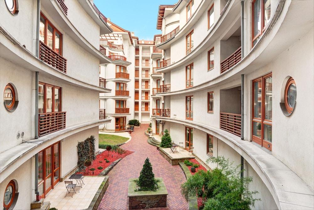로드 레지던스(Lord Residence) Hotel Image 1 - Courtyard