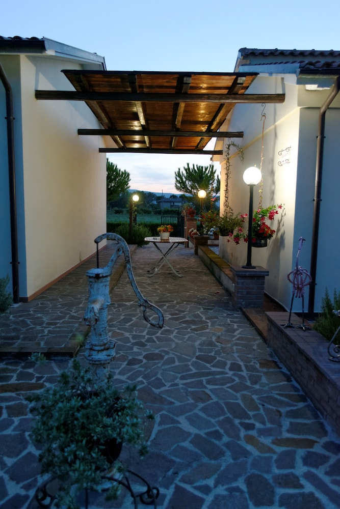 테라 데이 산티 컨트리 하우스(Terra dei Santi Country House) Hotel Image 86 - Courtyard