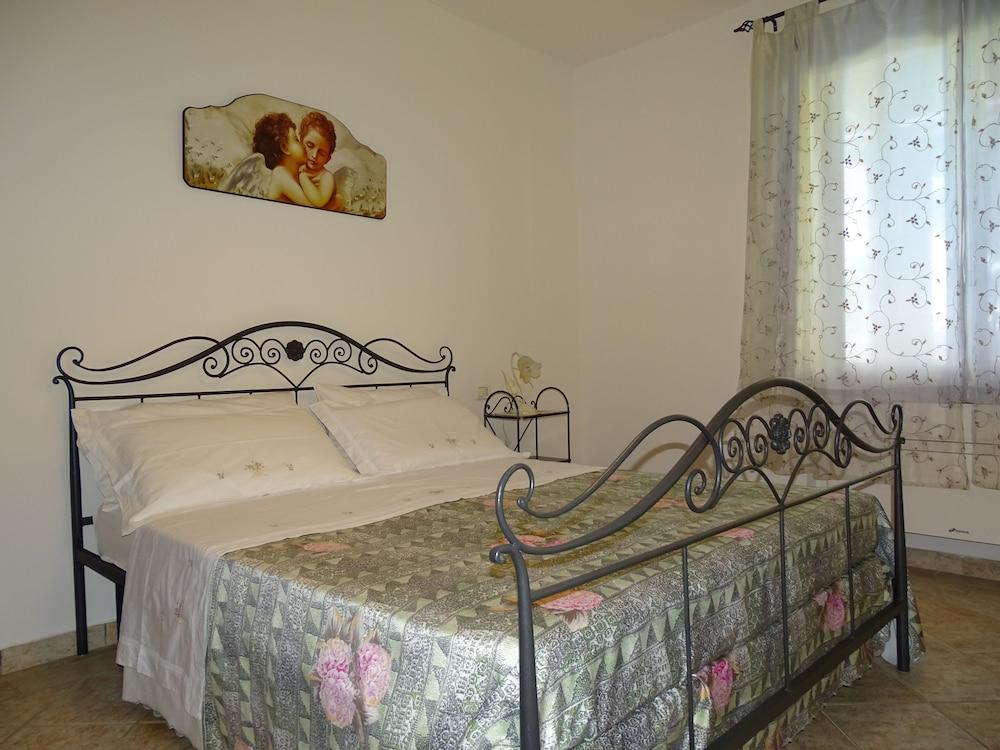 테라 데이 산티 컨트리 하우스(Terra dei Santi Country House) Hotel Image 8 - Guestroom