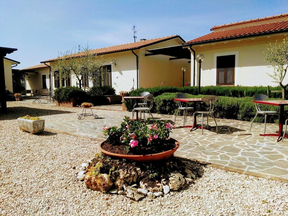 테라 데이 산티 컨트리 하우스(Terra dei Santi Country House) Hotel Image 107 - Garden View