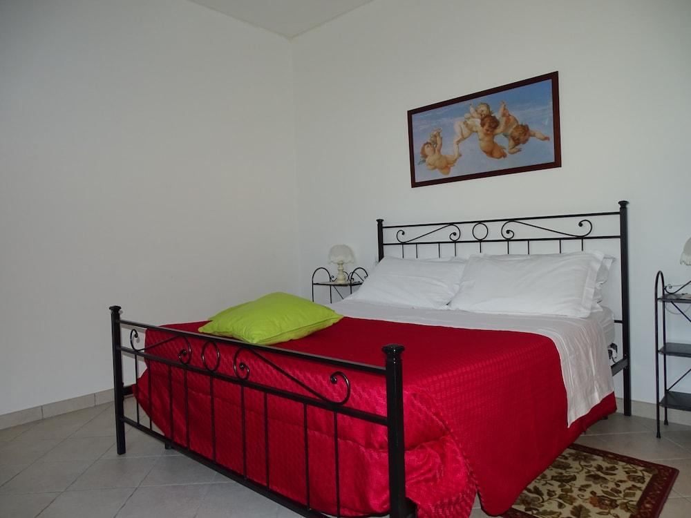 테라 데이 산티 컨트리 하우스(Terra dei Santi Country House) Hotel Image 18 - Guestroom