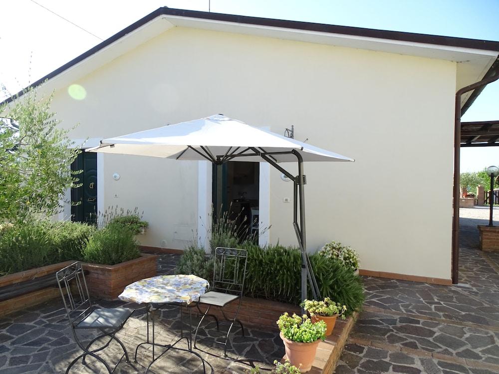 테라 데이 산티 컨트리 하우스(Terra dei Santi Country House) Hotel Image 45 - Terrace/Patio
