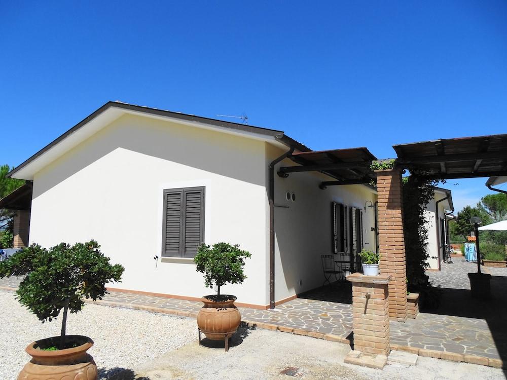 테라 데이 산티 컨트리 하우스(Terra dei Santi Country House) Hotel Image 50 - Terrace/Patio