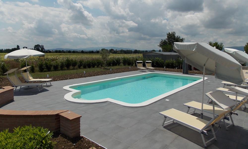 테라 데이 산티 컨트리 하우스(Terra dei Santi Country House) Hotel Image 1 - Pool