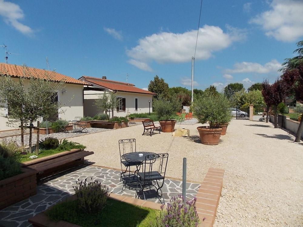 테라 데이 산티 컨트리 하우스(Terra dei Santi Country House) Hotel Image 81 - Property Grounds