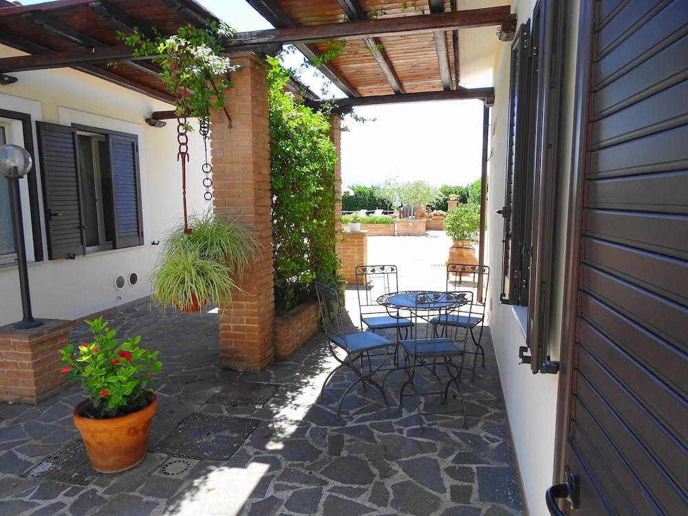 테라 데이 산티 컨트리 하우스(Terra dei Santi Country House) Hotel Image 57 - Terrace/Patio
