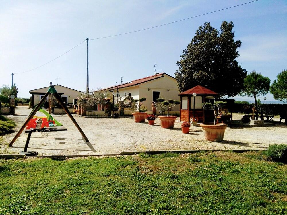 테라 데이 산티 컨트리 하우스(Terra dei Santi Country House) Hotel Image 108 - Garden View