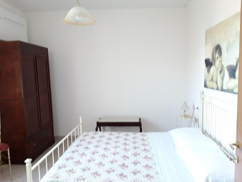 테라 데이 산티 컨트리 하우스(Terra dei Santi Country House) Hotel Image 21 - Guestroom