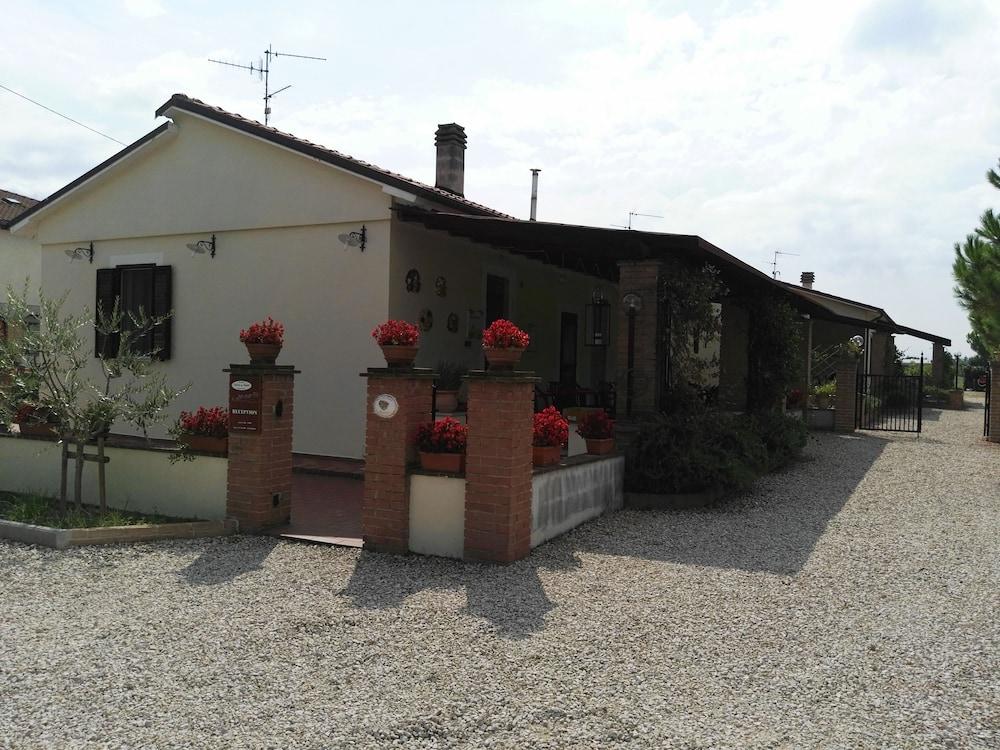 테라 데이 산티 컨트리 하우스(Terra dei Santi Country House) Hotel Image 82 - Hotel Entrance