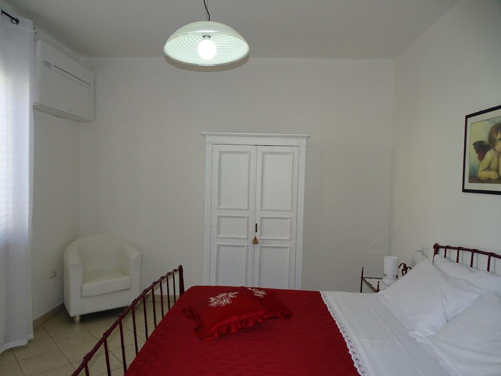 테라 데이 산티 컨트리 하우스(Terra dei Santi Country House) Hotel Image 16 - Guestroom