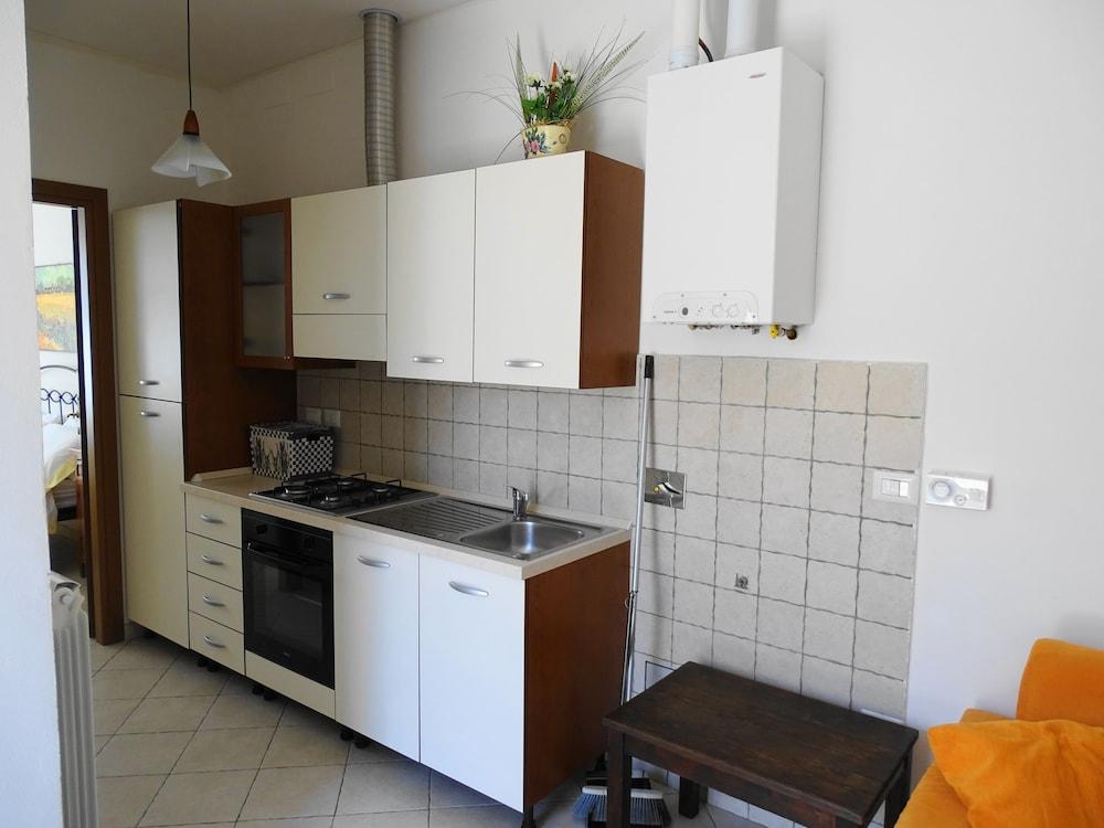 테라 데이 산티 컨트리 하우스(Terra dei Santi Country House) Hotel Image 29 - In-Room Kitchen