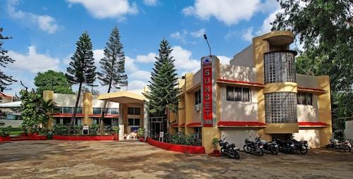 . Hotel Sunset Inn Mount Abu with Swimming Pool