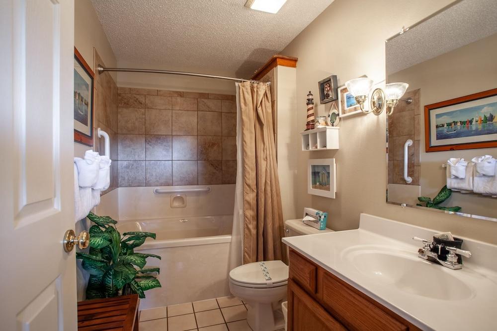 빌리지 앳 인디안 포인트(The Village At Indian Point) Hotel Image 27 - Bathroom