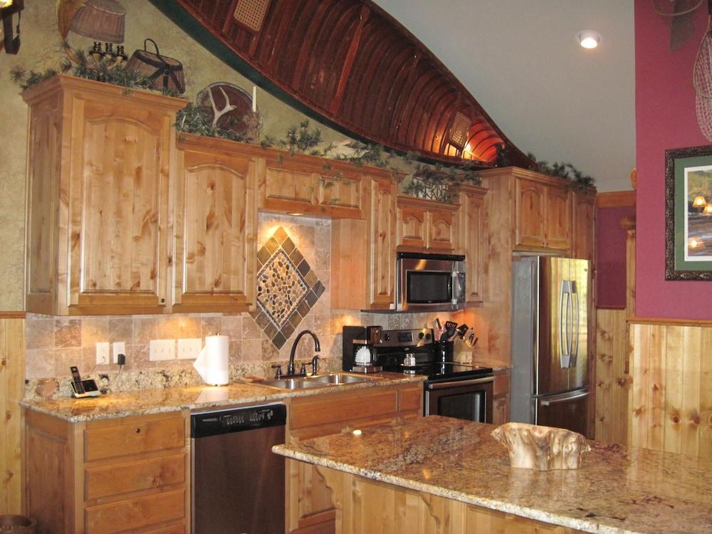빌리지 앳 인디안 포인트(The Village At Indian Point) Hotel Image 17 - In-Room Kitchen