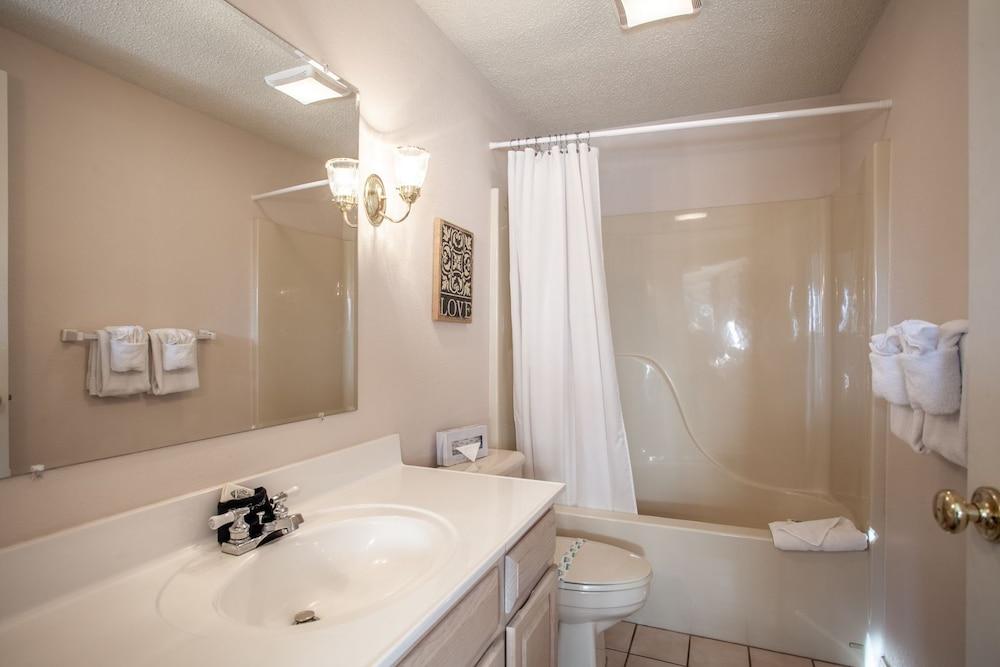 빌리지 앳 인디안 포인트(The Village At Indian Point) Hotel Image 31 - Bathroom