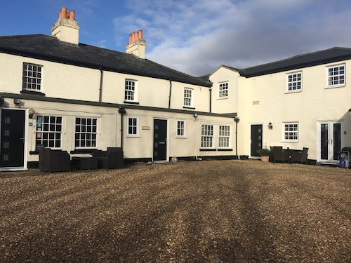 . Whitehouse Guest House & Whitehouse Holiday Lettings