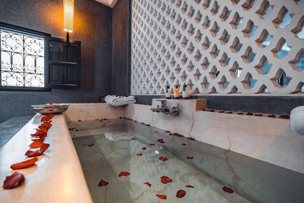 리야드 앰버 엣 에피시(Riad Ambre et Epices) Hotel Image 18 - Guestroom