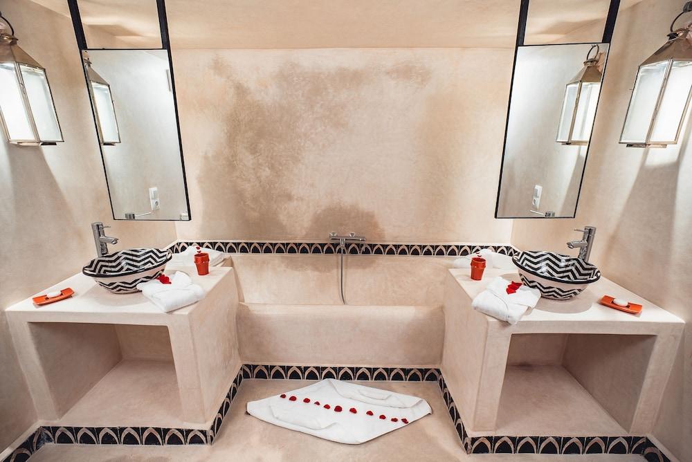 리야드 앰버 엣 에피시(Riad Ambre et Epices) Hotel Image 15 - Bathroom
