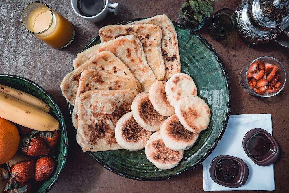 리야드 앰버 엣 에피시(Riad Ambre et Epices) Hotel Image 29 - Food and Drink