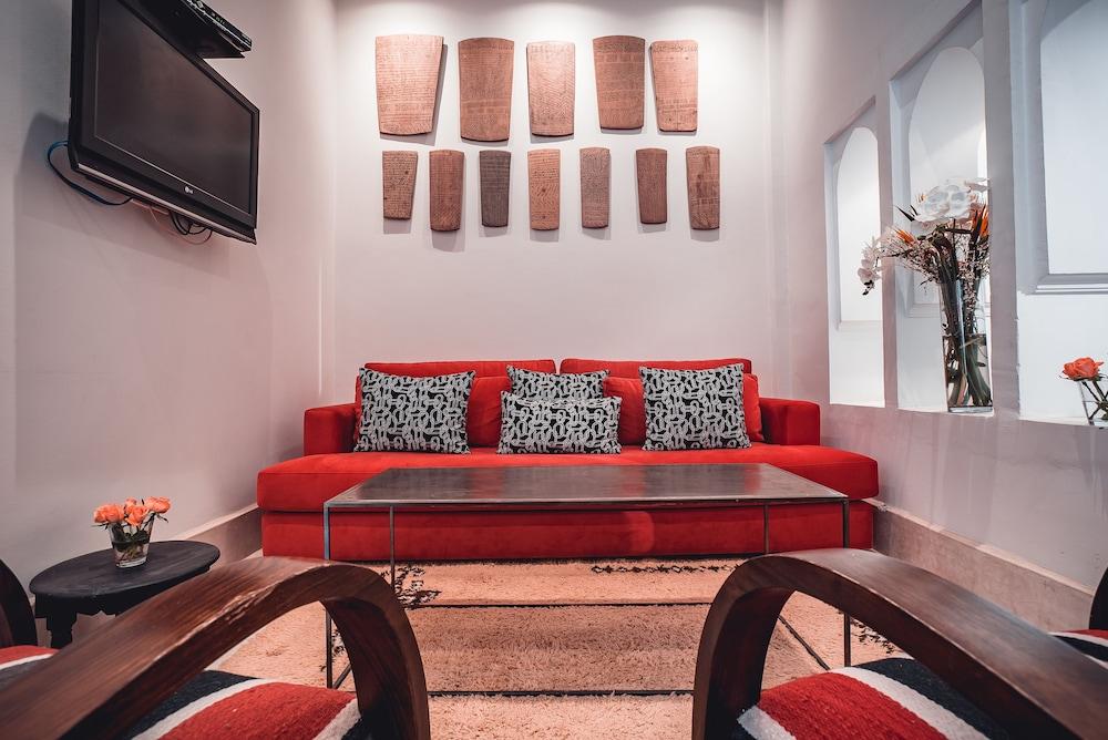 리야드 앰버 엣 에피시(Riad Ambre et Epices) Hotel Image 1 - Lobby Sitting Area