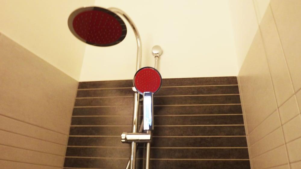 호텔 노틸러스(Hotel Nautilus) Hotel Image 19 - Bathroom Shower