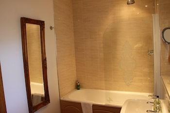 아덴 컨트리 하우스(Arden Country House) Hotel Image 31 - Deep Soaking Bathtub
