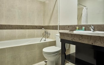 벨레자 스위트 자카르타(The Bellezza Suites Jakarta) Hotel Image 31 - Bathroom
