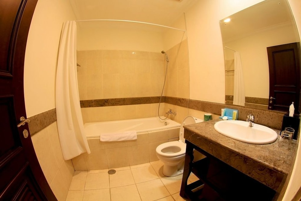 벨레자 스위트 자카르타(The Bellezza Suites Jakarta) Hotel Image 30 - Bathroom