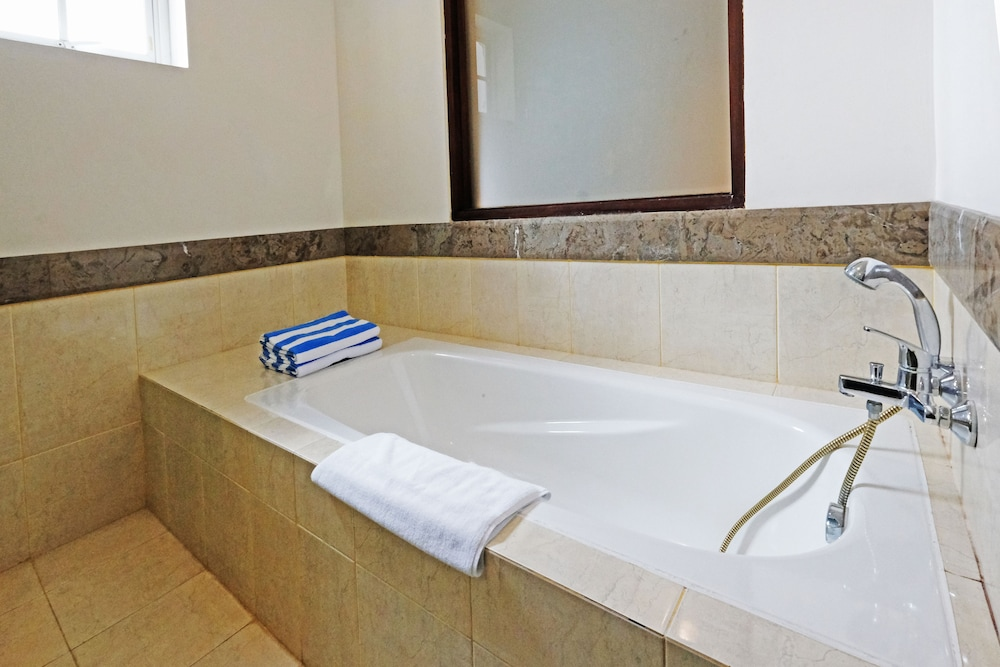 벨레자 스위트 자카르타(The Bellezza Suites Jakarta) Hotel Image 32 - Bathroom