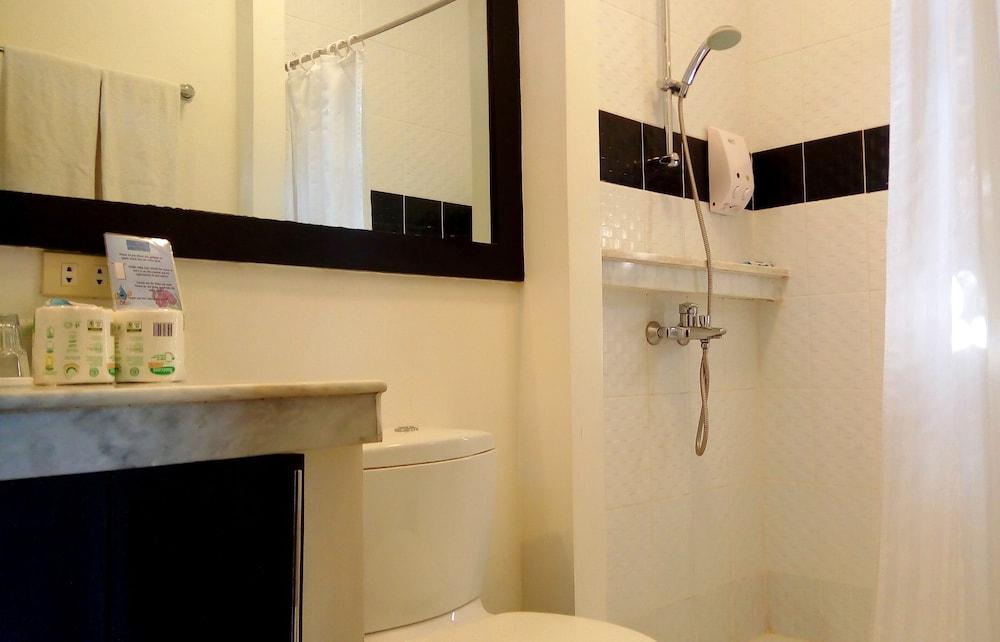 원 크레슨트 플레이스(One Crescent Place) Hotel Image 45 - Bathroom