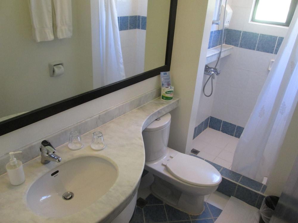 원 크레슨트 플레이스(One Crescent Place) Hotel Image 43 - Bathroom