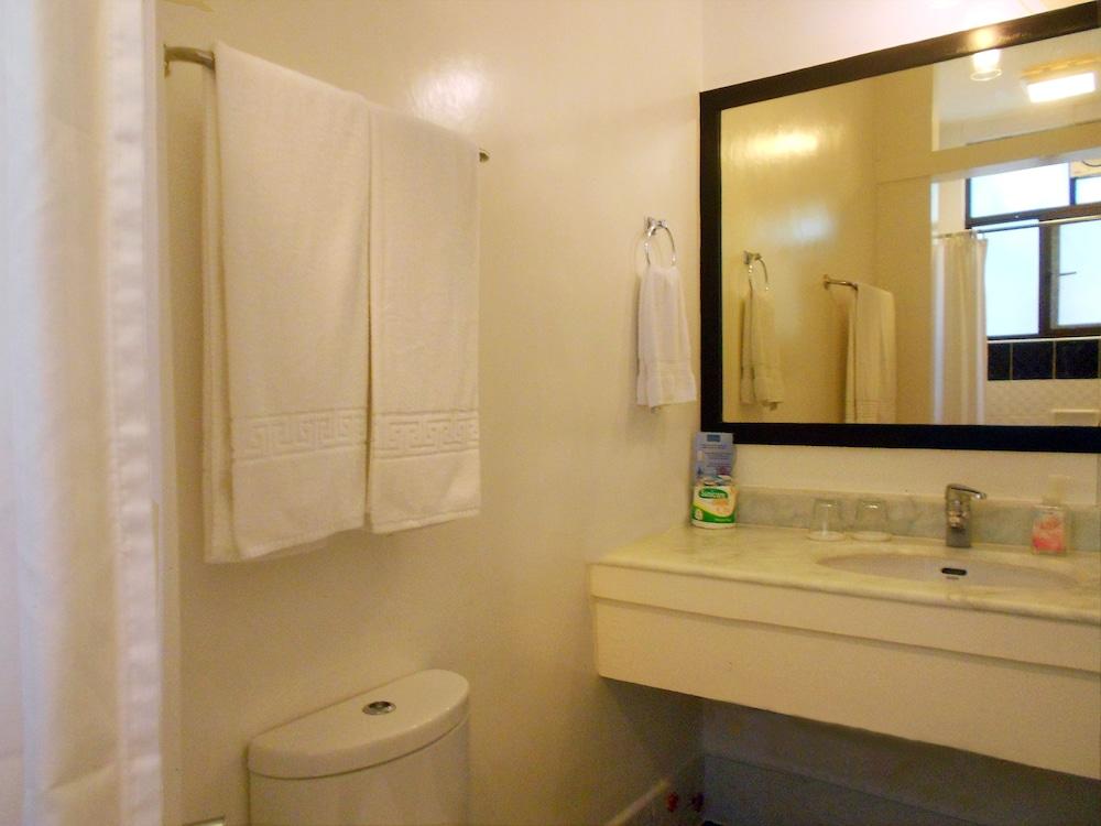 원 크레슨트 플레이스(One Crescent Place) Hotel Image 34 - Guestroom