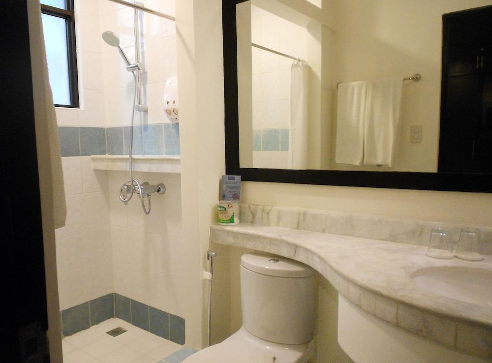원 크레슨트 플레이스(One Crescent Place) Hotel Image 49 - Bathroom