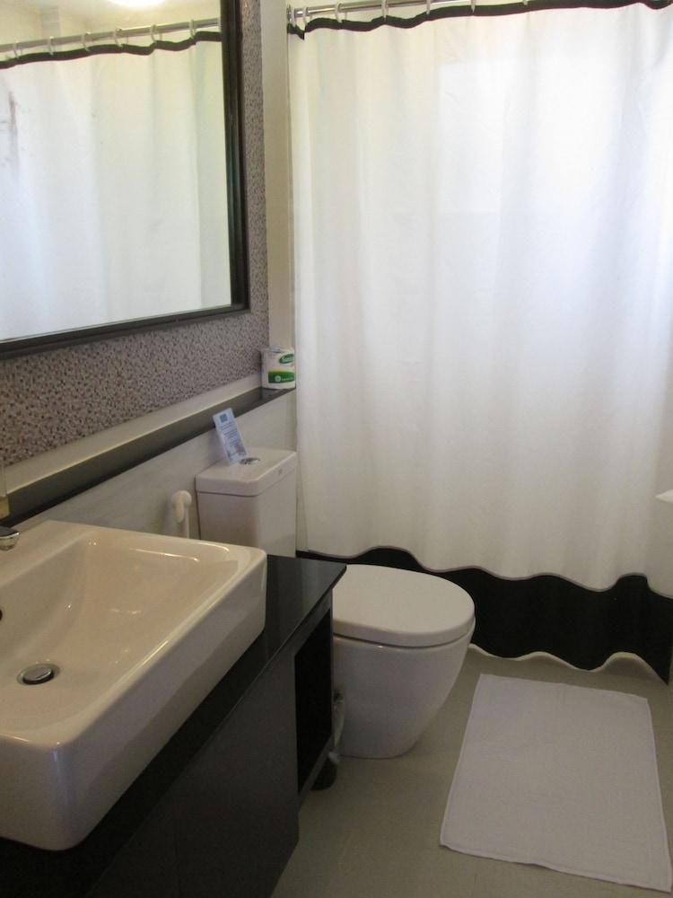 원 크레슨트 플레이스(One Crescent Place) Hotel Image 42 - Bathroom